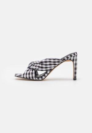 CHECKERED BOW MULES - Pantofle na podpatku - black/white