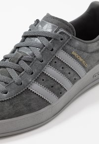 adidas Originals - BROOMFIELD - Sneakers - gresix/grethr/goldmt - 5