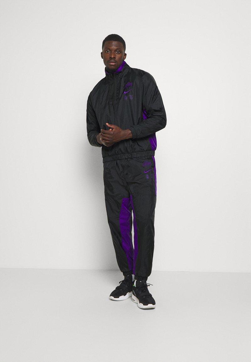 Nike Performance - NBA LA LAKERS TRACKSUIT - Klubové oblečení - black/field purple