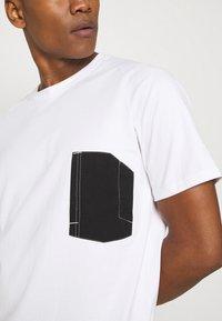 Only & Sons - ONSPATRICK SADDLE RAGLAN TEE - Printtipaita - bright white - 5