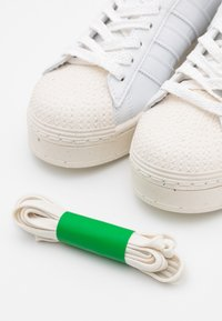 adidas Originals - SUPERSTAR BOLD PRIMEGREEN VEGAN - Zapatillas - footwear white/offwhite - 3