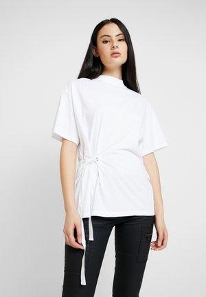 DISEM LOOSE - Print T-shirt - white