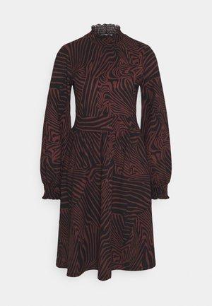 ONLZILLE SMOCK DRESS - Jersey dress - port royale