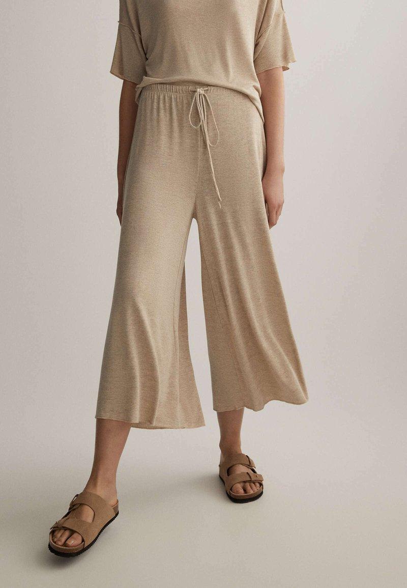 OYSHO - Pantalon classique - beige