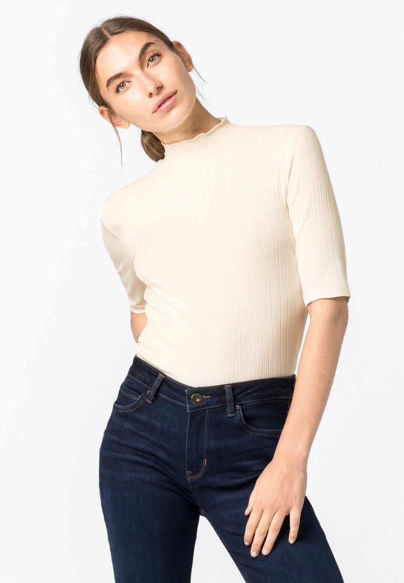 HALLHUBER - Basic T-shirt - creme