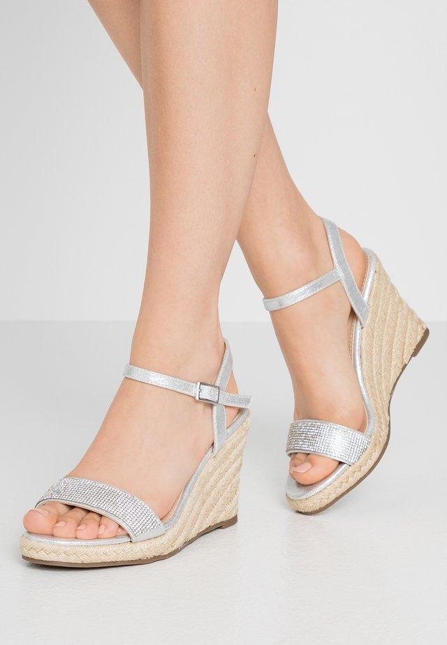 RAA-RAA EMBELLISHED VAMP WEDGE - Sandály na vysokém podpatku - grey