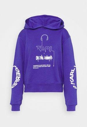 CHELINA MANUHUTU HOODIE - Sweatshirt - purple