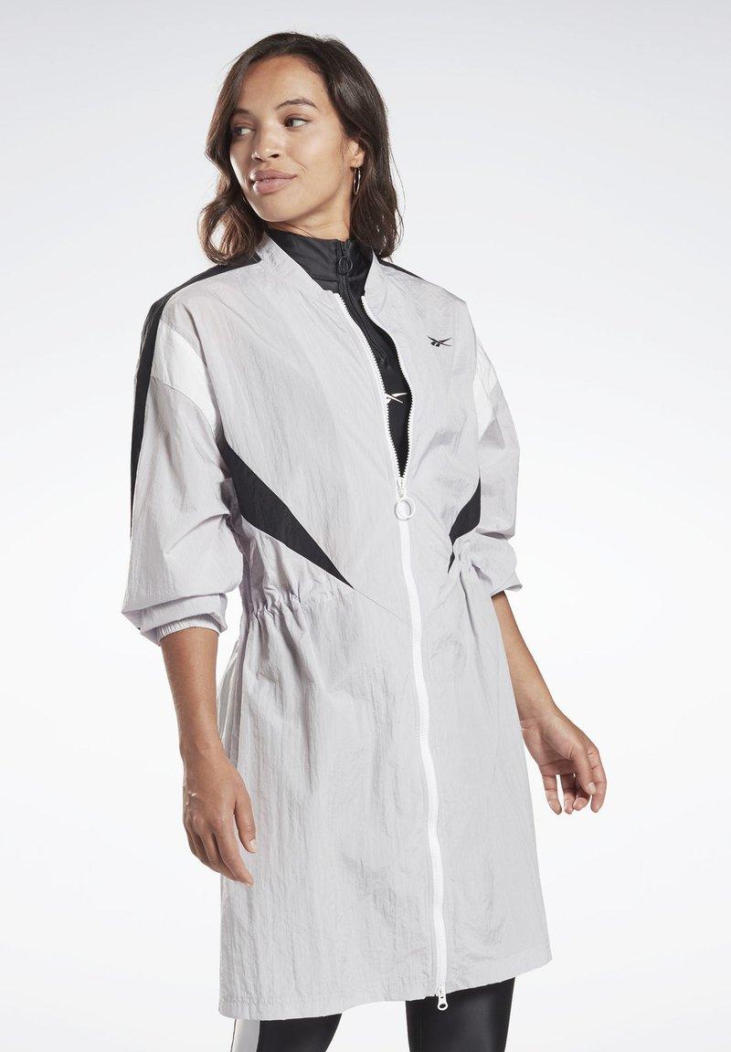 Reebok - STUDIO HIGH INTENSITY JACKET - Short coat - sterling grey