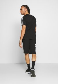 Puma - AMPLIFIED TEE - T-shirt imprimé - black - 2