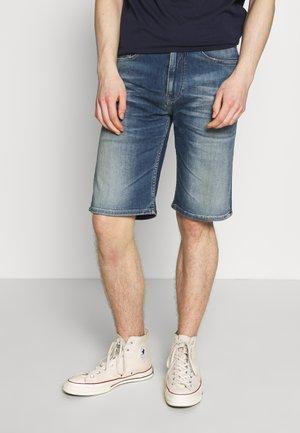 REY RELAXED SHORT - Denim shorts - dark-blue denim