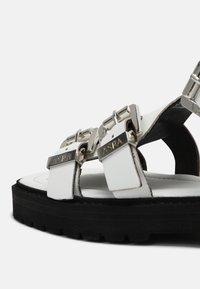 ASRA - SPECTOR - Sandaalit nilkkaremmillä - white - 5
