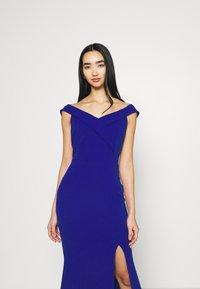 WAL G. - ARIAH OFF THE SHOULDER MAXI DRESS - Vestido de fiesta - electric blue - 4