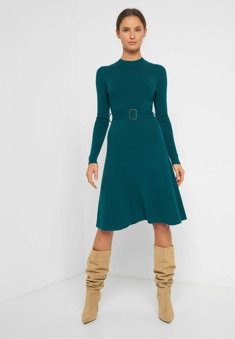 ORSAY - MIT GÜRTEL - Jumper dress - blaugrün