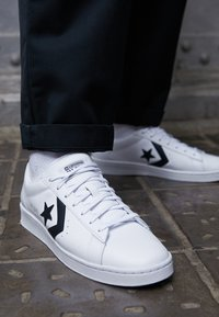 Converse - PRO LEATHER - Trainers - white/black - 7