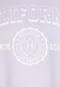 Hollister Co. - VINTAGE GRAPHIC CREW - Sudadera - purple - 2