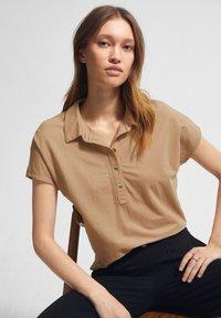 comma - Polo shirt - sahara - 3
