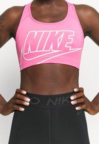 Nike Performance - FUTURA BRA - Sujetadores deportivos con sujeción media - pinksicle/white - 6