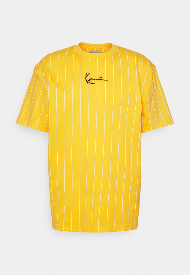 SMALL SIGNATURE PINSTRIPE TEE UNISEX - T-shirt con stampa - yellow/white