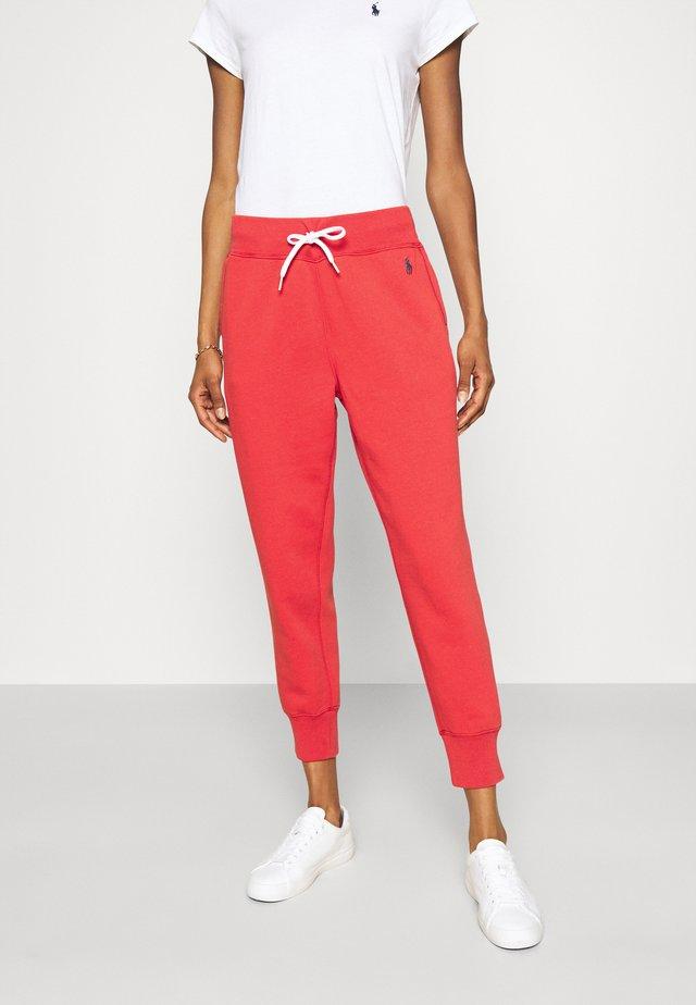 SEASONAL - Teplákové kalhoty - spring red