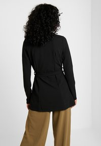 Missguided - SELF FABRIC BELTED - Blazer - black - 2