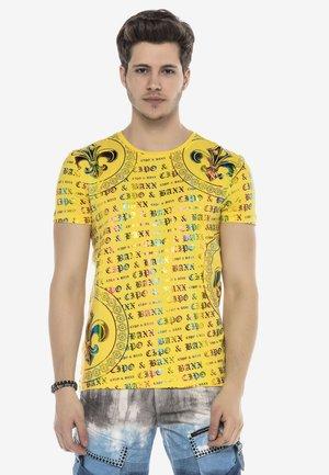 MIT HOLOGRAMM LOGO PRINT - Print T-shirt - gelb
