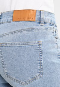 Noisy May - NMBE LUCY FOLD - Jeans Shorts - light blue denim - 3