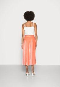 comma casual identity - Pleated skirt - orange - 2