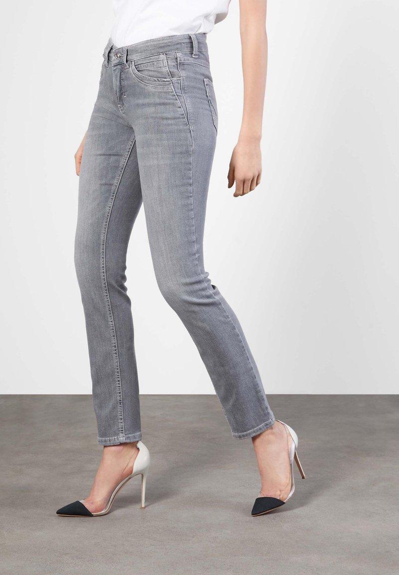 MAC Jeans - ANGELA - Slim fit jeans - grey
