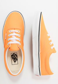 Vans - ERA - Trainers - blazing orange/true white - 1