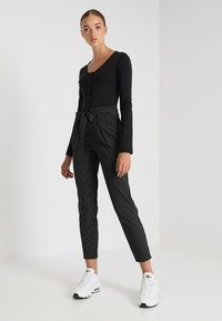 ONLY - ONLNICOLE PINSTRIPE PANTS - Stoffhose - black - 1