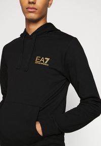 EA7 Emporio Armani - FELPA - Bluza z kapturem - black - 6