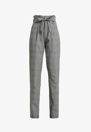 VMEVA LOOSE PAPERBAG CHECK PANT - Kalhoty - grey/white
