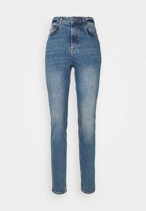 PCLEAH MOM NOOS TAL - Jean slim - medium blue denim
