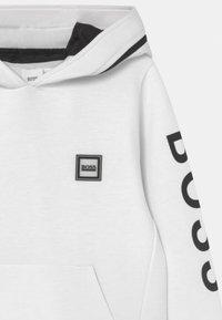 BOSS Kidswear - HOODED  - Long sleeved top - white - 3