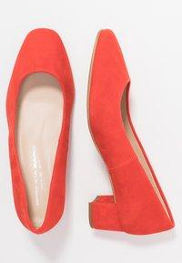 Brenda Zaro Wide Fit - WIDE FIT AINARA - Klassiske pumps - red pop - 3