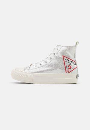 Sneakersy wysokie - argent