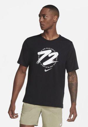 MILER - T-shirt med print - black/white/white