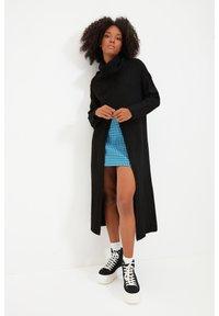 Trendyol - PARENT - Gebreide jurk - black - 2