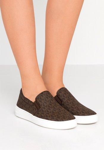 KEATON - Nazouvací boty - brown