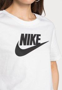 Nike Sportswear - TEE - T-shirts med print - white/black - 4
