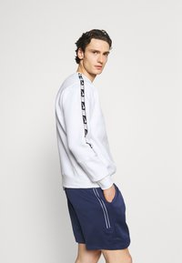 Nike Sportswear - REPEAT CREW - Sweatshirt - white/black - 3