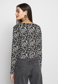Topshop - ABSTRACT CRINKLE - Gilet - black - 2