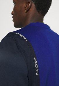 Lacoste Sport - TENNIS BLOCK - Collegepaita - bleu/bleu marine/blanc - 6