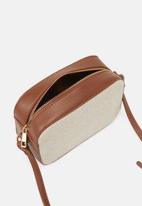 Vero Moda - VMASTRID CROSS OVER BAG - Across body bag - birch - 2