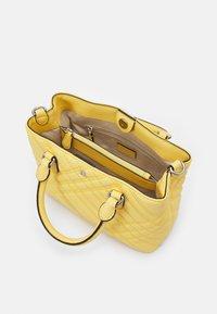 Lauren Ralph Lauren - PLAID QUILTD PEBBLE MARCY - Handbag - beach yellow - 4