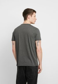 Alpha Industries - BASIC SMALL LOGO - T-shirt basic - charcoal heather - 2