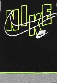 Nike Sportswear - COLOR BLOCK CREW SET - Tracksuit - carbon heather - 3