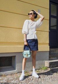 adidas Originals - SAMBAROSE  - Baskets basses - footwear white/core  black/glow pink - 1