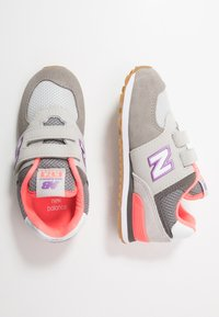 New Balance - IV574SOC - Baskets basses - grey/pink - 0