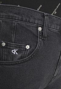Calvin Klein Jeans - MOM - Zúžené džíny - denim black - 5
